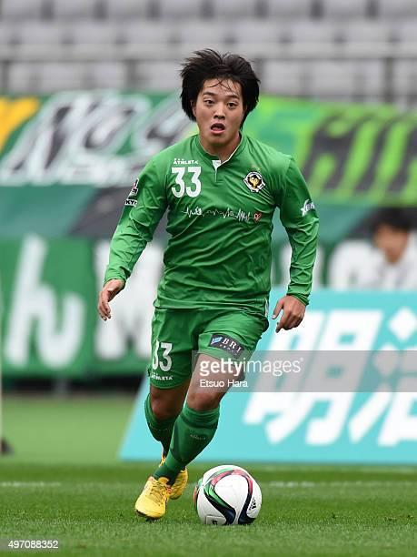 Yoshiaki Takagi of Tokyo Verdy in action during the J.League second division match between Tokyo Verdy and Zweigen Kanazawa at the Ajinomoto Stadium...