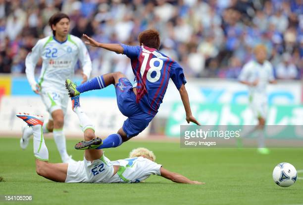 Yoshifumi Kashiwa of Ventforet Kofu is tackled by Kaoru Takayama of Shonan Bellmare during the JLeague second division match between Ventforet Kofu...