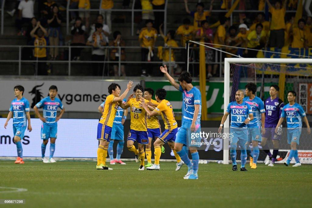 Yoshihiro Nakano (C) of Vegalta Sendai celebrates scoring his side's first goal with his team mates during the J.League J1 match between Sagan Tosu and Vegalta Sendai at Best Amenity Stadium on June 17, 2017 in Tosu, Saga, Japan.