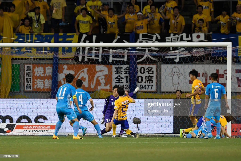 Yoshihiro Nakano (C) of Vegalta Sendai scores his side's first goal with his team mates during the J.League J1 match between Sagan Tosu and Vegalta Sendai at Best Amenity Stadium on June 17, 2017 in Tosu, Saga, Japan.
