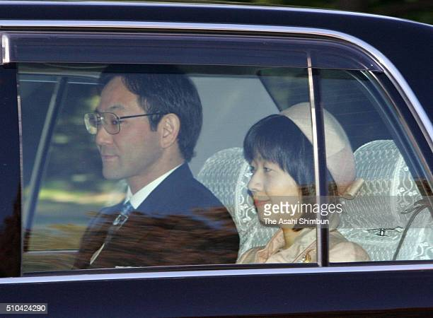 Yoshiki Kuroda and Sayako Kuroda are seen on arrival at the Imperial Palace a day after their wedding on November 16 2005 in Tokyo Japan