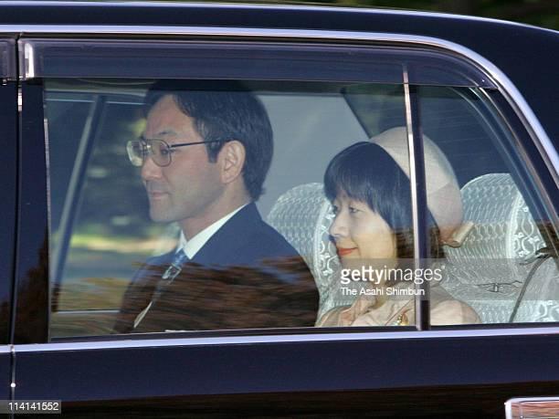 Yoshiki Kuroda and Sayako Kuroda are seen upon arrival at the Imperial Palace a day after their wedding on November 16 2005 in Tokyo Japan
