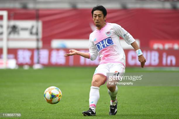 Yoshiki Takahashi of Sagan Tosu sends the pass during the JLeague J1 match between Vissel Kobe and Sagan Tosu at Noevir Stadium Kobe on March 2 2019...