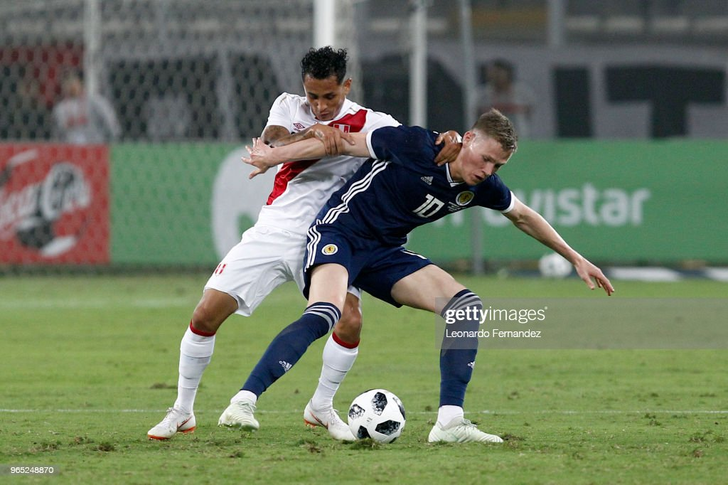 Yoshimar Yotun of Peru fights for the ball against Scott McTominay of Scotland during the international friendly match between Peru and Scotland at Estadio Nacional de Lima on May 29, 2018 in Lima, Peru.