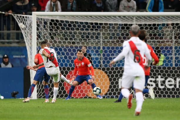 Yoshimar Yotun of Peru scores the the second goal of his team during the Copa America Brazil 2019 Semi Final match between Chile and Peru at Arena do...