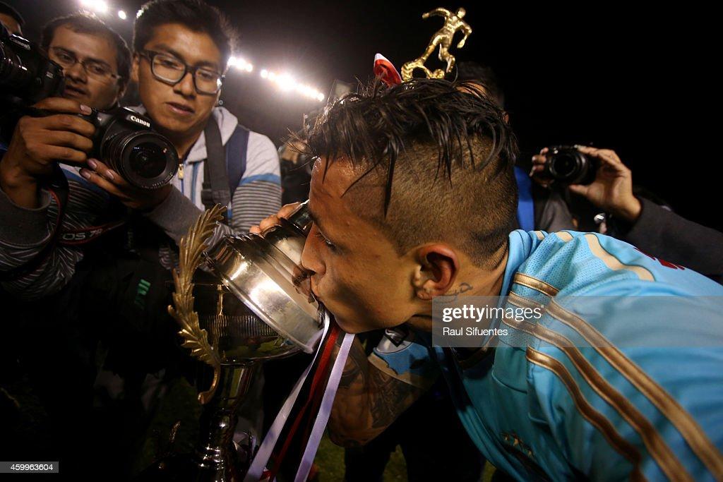 Alianza Lima v Sporting Cristal - Torneo Clausura 2014