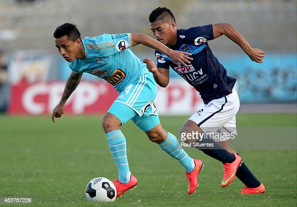 Yoshimar Yotun of Sporting Cristal struggles for the ball with Daniel Chavez of Universidad Cesar Vallejo during a match between Universidad Cesar...