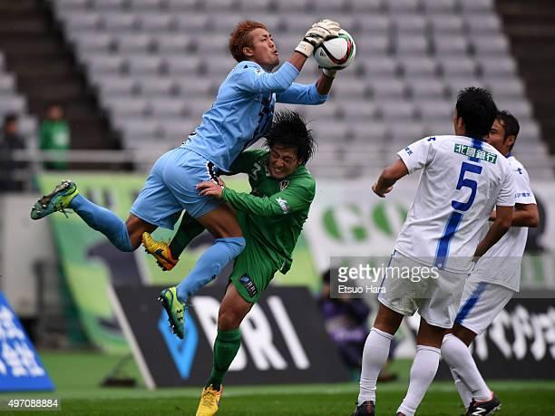 Yoshinobu Harada of Zweigen Kanazawa saves during the J.League second division match between Tokyo Verdy and Zweigen Kanazawa at the Ajinomoto...