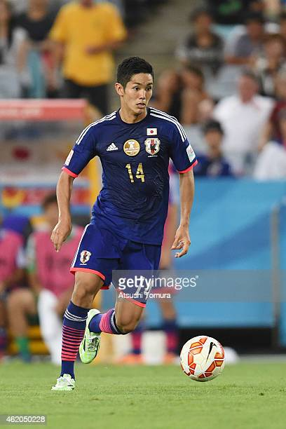 Yoshinori Muto of Japan controls the ball during the 2015 Asian Cup Quarter Final match between Japan and the United Arab Emirates at ANZ Stadium on...