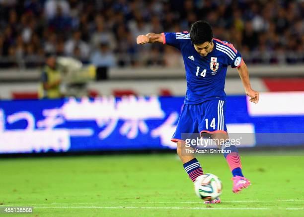 Yoshinori Muto of Japan scores his team's first goal during the international friendly match between Japan and Venezuela at Nissan Stadium on...