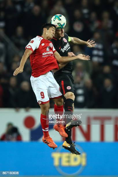Yoshinori Muto of Mainz and David Abraham of Frankfurt battle for the ball during the Bundesliga match between 1 FSV Mainz 05 and Eintracht Frankfurt...