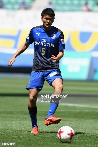 Yoshinori Suzuki of Oita Trinita in action during the JLeague J2 match between Oita Trinita and Fagiano Okayama at Oita Bank Dome on May 28 2017 in...