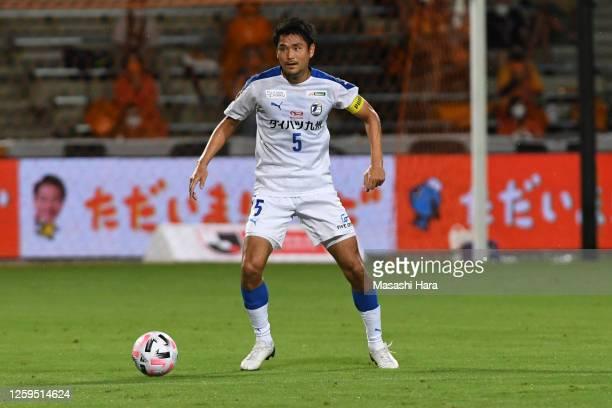 Yoshinori Suzuki of Oita Trinita in action during the J.League Meiji Yasuda J1 match between Shimizu S-Pulse and Oita Trinita at IAI Stadium...