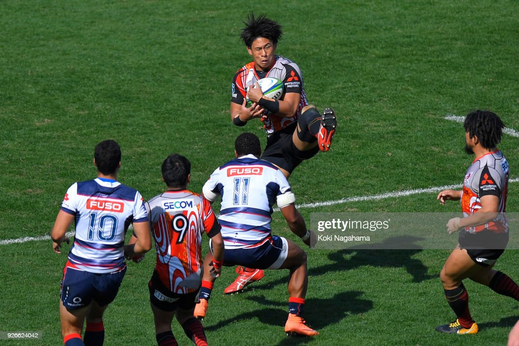 Yoshitaka Tokunaga #20 of Sunwolves catches the ball during the Super Rugby round 3 match between Sunwolves and Rebels at the Prince Chichibu Memorial Ground on March 3, 2018 in Tokyo, Japan.