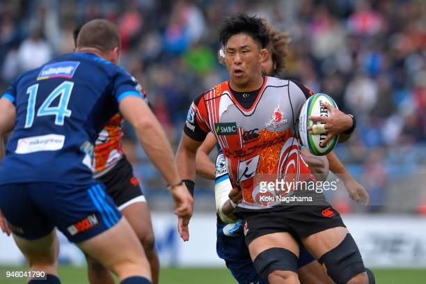 Yoshitaka Tokunaga of Sunwolves runs with the ball during the Super Rugby Round 9 match between the Sunwolves and the Blues at the Prince Chichibu...