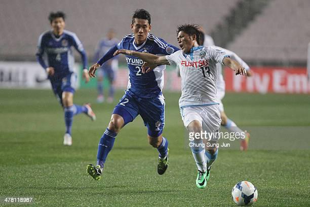 Yoshito Okubo of Kawasaki Frontale compete for the ball with Lee Yong of Ulsan Hyundai during the AFC Champions League match between Ulsan Hyundai...
