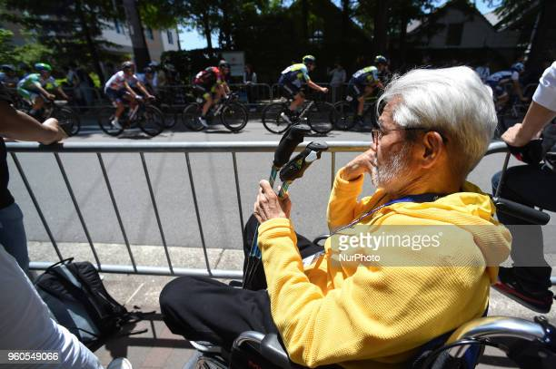 Yoshizo Shimano a former President of Shimano Inc watches the warm up criterium race ahead of the opening stage 26km Individual Time Trial in Daisen...