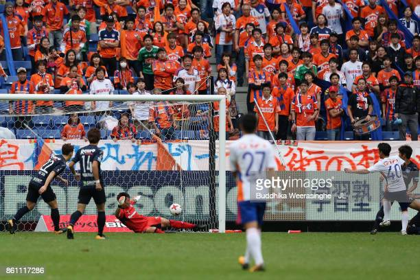 Yoshizumi Ogawa of Albirex Niigata scores the opening goal during the JLeague J1 match between Gamba Osaka and Albirex Niigata at Suita City Football...