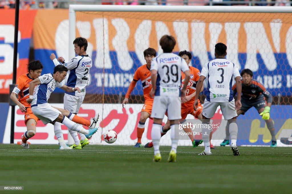 Yosuke Ideguchi (2nd L) of Gamba Osaka scores his side's third goal during the J.League J1 match between Albirex Niigata and Gamba Osaka at Denka Big Swan Stadium on April 1, 2017 in Niigata, Japan.