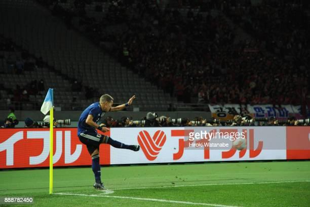 Yosuke Ideguchi of Japan takes a corner kick during the EAFF E1 Men's Football Championship between Japan and North Korea at Ajinomoto Stadium on...