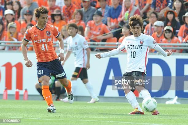 Yosuke Kashiwagi of Urawa Red Diamnds in action during the JLeague match between Omiya Ardija and Urawa Red Diamonds at the NACK5 stadium on May 8...
