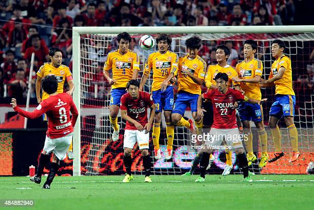 Yosuke Kashiwagi of Urawa Red Diamonds scores his team's first goal from a free kick during the JLeague match between Urawa Red Diamonds and Vegalta...