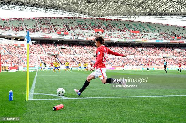 Yosuke Kashiwagi of Urawa Red Diamonds takes a free kick during the JLeague match between Urawa Red Diamonds and Vegalta Sendai at the Saitama...