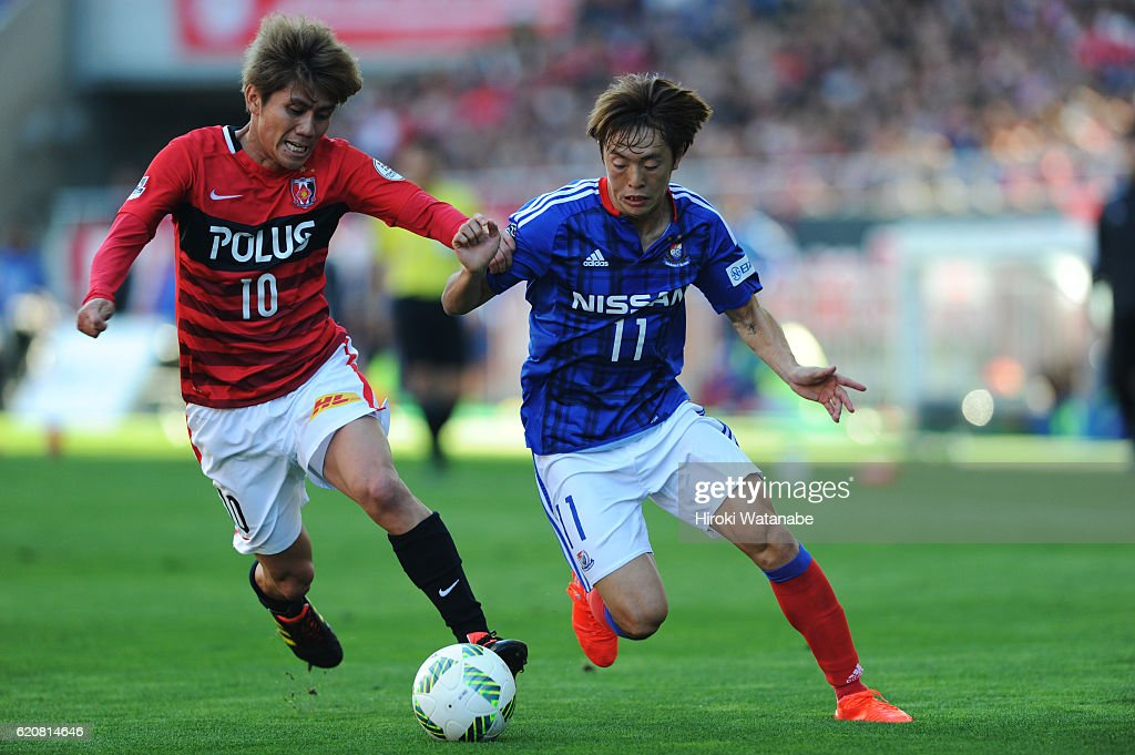 Yosuke Kashiwagi #10of Urawa Red Diamonds and Manabu Saito #11 of Yokohama F.Marinos compete for the ball during the J.League match between Urawa Red Diamonds and Yokohama F.Marinos at Saitama Stadium on November 3, 2016 in Saitama, Japan.