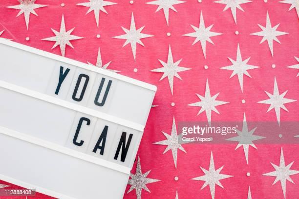 you can message in lightbox. pink background - incoraggiamento foto e immagini stock