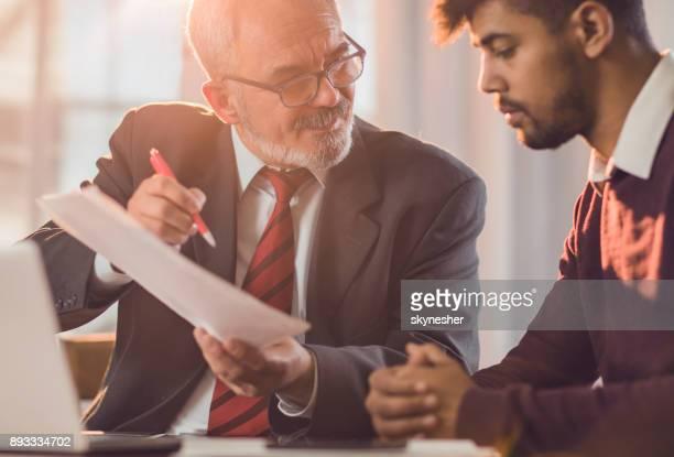 U moet enkel het contract te ondertekenen en de lening is van jou!