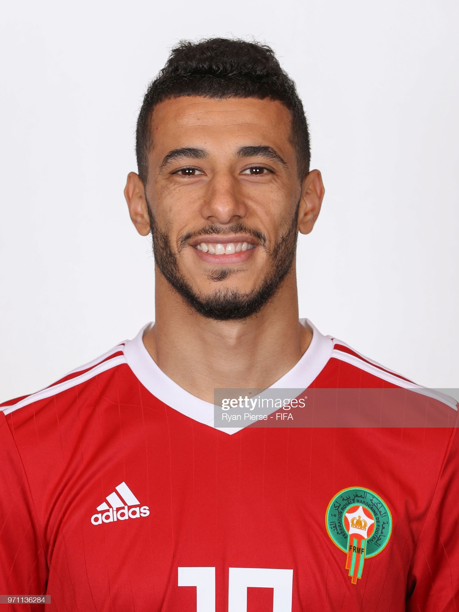 Norteafricanos Younes-belhanda-of-morocco-poses-during-the-official-fifa-world-cup-picture-id971136284?s=2048x2048