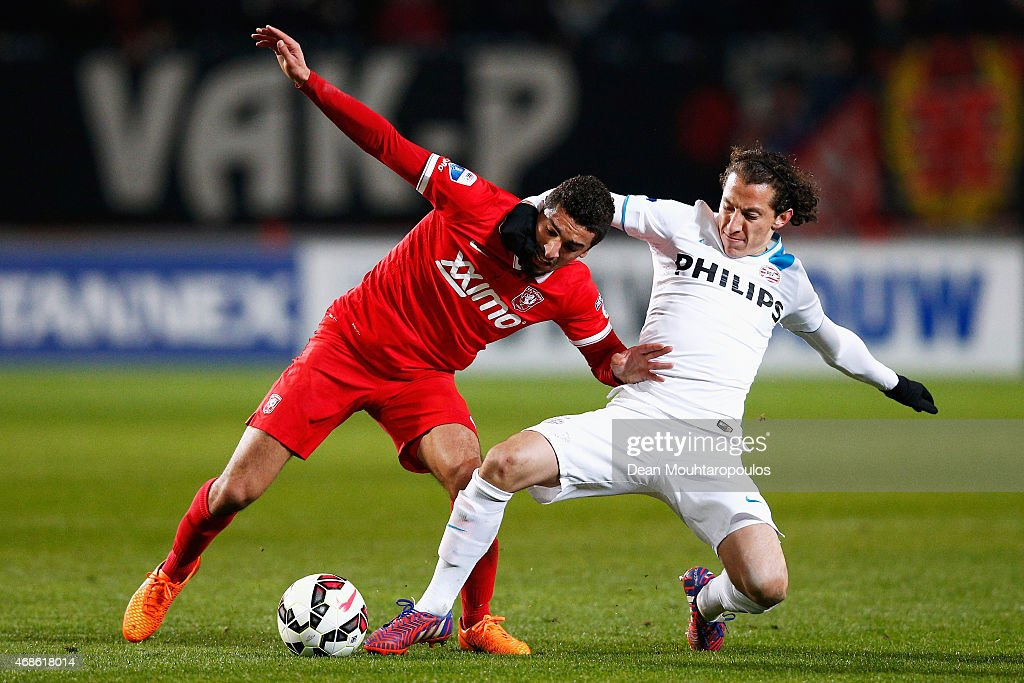 Youness Mokhtar of Twente and Andres Guardado of PSV battle for the ball during the Dutch Eredivisie match between FC Twente and PSV Eindhoven held at De Grolsch Veste Stadium on April 4, 2015 in Enschede, Netherlands.