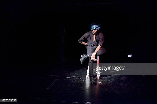 young actor performing on stage - actor stockfoto's en -beelden