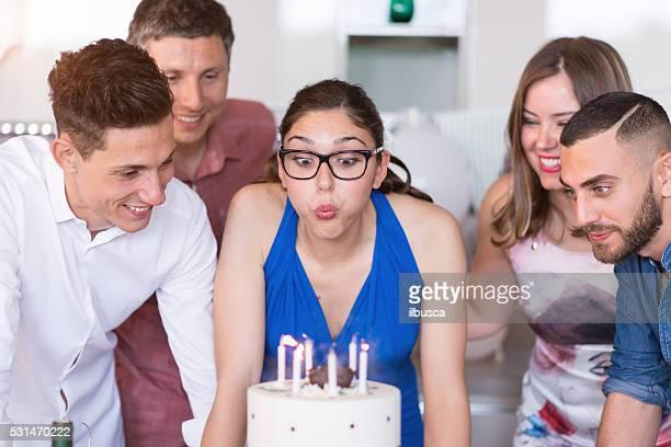 Jungen Erwachsenen Geburtstag party : Blasen Sie Geburtstag Kerzen