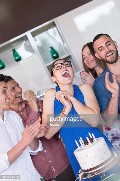 """Jeune adulte une fête d """" anniversaire : Féliciter l'anniversaire fille"""