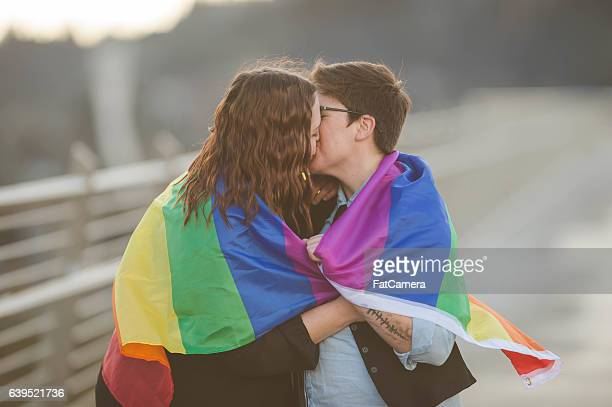 young adult female couple out on a walk together outdoors - lesbica bacio foto e immagini stock