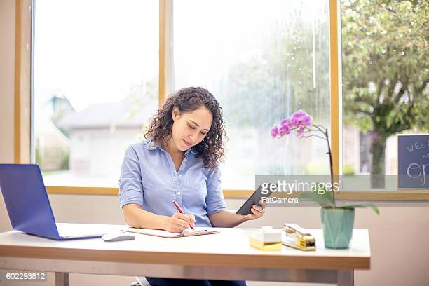 young adult female using a tablet to do business faster - fatcamera stock pictures, royalty-free photos & images