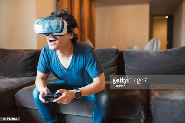 仮想現実ゲーム若い成人男性