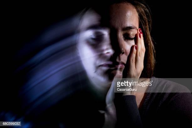Jeune femme adulte sous Stress émotionnel