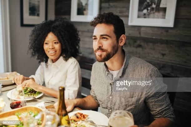 young adults attending a dinner party - invité photos et images de collection