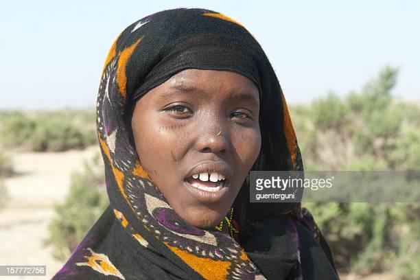Jeune femme avec foulard Afar typiques, Danakil désert, Éthiopie