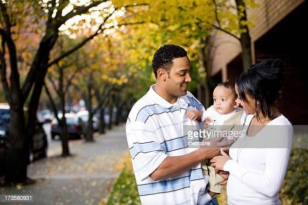 若いアフリカ系アメリカ人の家族