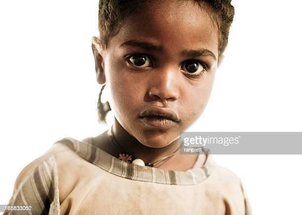 Jeunes enfants d'Afrique isolé sur blanc