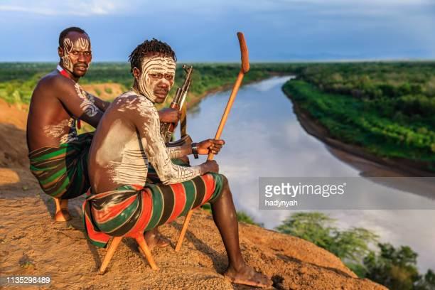 東アフリカカロ部族の若いアフリカ人 - エチオピア ストックフォトと画像