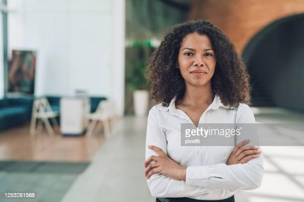 ung afroamerikansk affärskvinna - respekt bildbanksfoton och bilder