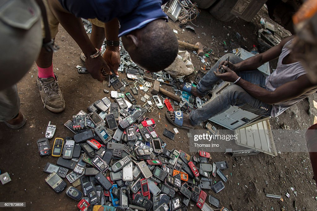 Recycling of electronic scrap in Africa : News Photo