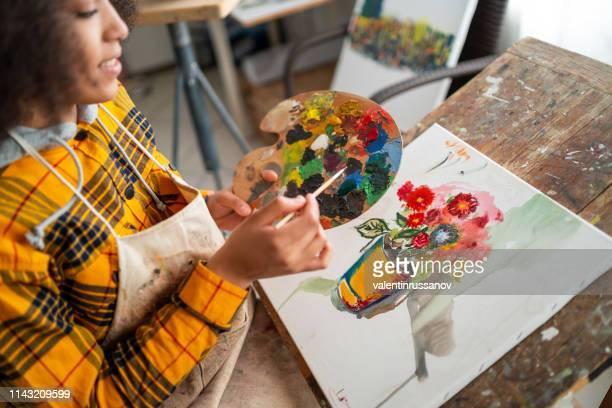 若いアフロ女性描画 - アクリル ストックフォトと画像