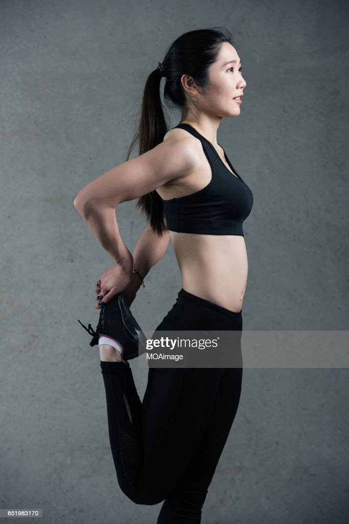 A young aisan woman is warming up for fitness : Stock Photo