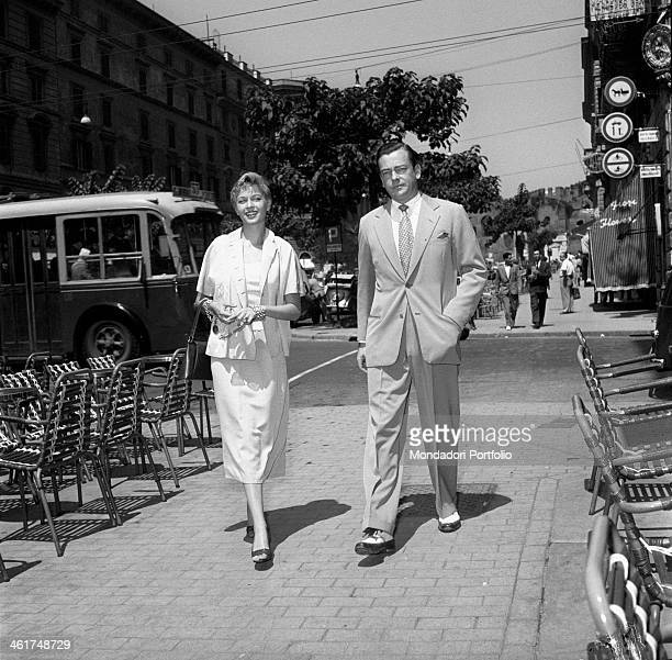 A young and happy couple strolling through the city composed by Isa Barzizza the famous revue actress well known for her movies with Totò and her...