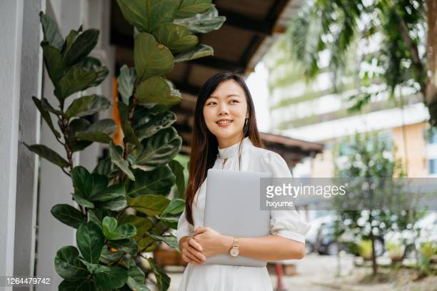 young asian businesswoman going to work - singapore stock pictures, royalty-free photos & images